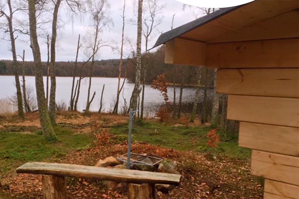 Övernatta och grilla vid Björkasjö